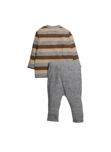 Zeyland Çizgili Sweatshirt ve Duble Paça Eşofman Altı Takım (9ay-4yaş) Çizgili Sweatshirt ve Duble Paça Eşofman Altı Takım (9ay-4yaş) Gri